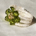 Zöld rozetta, Ékszer, Gyűrű, Memória spirálra japán delica kásagyöngyöt fűztem, a virágmintát Swarovski kristályokból ..., Meska