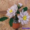Fehér dália, Dekoráció, Otthon & lakás, Dísz, Lakberendezés, Gyöngyfűzés, gyöngyhímzés, Virágkötés, A virág magassága a cseréppel együtt 11,5 cm. A virágot vékony drótra, fehér, sárga, és zöld 2 mm-es..., Meska