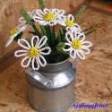 Margaréta  tejeskannában, Dekoráció, Otthon & lakás, Dísz, Lakberendezés, Gyöngyfűzés, gyöngyhímzés, Virágkötés, A virágokat 8 cm magas, 7 cm átmérőjű cink tejeskannába készítettem. A dísz 7 szál margarétából és 5..., Meska
