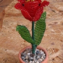 Tulipán, Dekoráció, Otthon & lakás, Dísz, Lakberendezés, Gyöngyfűzés, gyöngyhímzés, Virágkötés, A virág magassága a cseréppel együtt 11,5 cm. A virágot vékony drótra fűztem 2 mm-es cseh kásagyöngy..., Meska