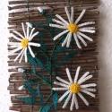 Vessző falikép gyöngyből, lakberendezés, Dekoráció, Otthon, lakberendezés, Dísz, Kaspó, virágtartó, váza, korsó, cserép, Gyöngyfűzés, Virágkötés, A dísz alapját kb. 27 cm magas( akasztó nélkül) és 20 cm széles vesszőkből készítettem. Drótra fűzé..., Meska