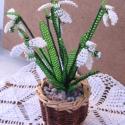 Hóvirág kis kosárban, asztali dísz, Dekoráció, Otthon & lakás, Dísz, Lakberendezés, Gyöngyfűzés, gyöngyhímzés, Virágkötés, A virágokat 4,5 cm magas és 6 cm széles kis kosárba ültettem. A dísz 6 szál hóvirágból és levelekből..., Meska