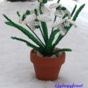 Hóvirág cserépben gyöngyből, Dekoráció, Otthon & lakás, Dísz, Lakberendezés, Gyöngyfűzés, gyöngyhímzés, A virág magassága a cseréppel együtt 12 cm. A virágot vékony drótra, fehér és zöld 2 mm-es cseh kása..., Meska