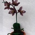 Lila orchidea cserépben, asztali dísz, Otthon, lakberendezés, Dekoráció, Kaspó, virágtartó, váza, korsó, cserép, Karácsonyi, adventi apróságok, A virágot 2 mm-es lila és sötét lila, valamint zöld cseh kásagyöngyből fűztem. A virágokat..., Meska