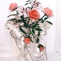 Liliom, rózsa csokor gyöngyből, asztal dísz, lakásdekoráció, Dekoráció, Otthon, lakberendezés, Dísz, Kaspó, virágtartó, váza, korsó, cserép, Ballagás, A csokrot 3 szál liliomból és 3 szál rózsából áll.  Magassága kb. 29 cm, legszélesebb rés..., Meska