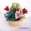 Tulipános tavaszi kosárka, asztali dísz gyöngyből, Dekoráció, A díszt peddignád kosárba készítettem,  szélessége kb.  17 cm, magassága 16 cm.  A dísz 3 s..., Meska