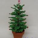 Karácsonyfa gyöngyből , Dekoráció, Otthon & lakás, Ünnepi dekoráció, Karácsony, Karácsonyi dekoráció, Gyöngyfűzés, gyöngyhímzés, A karácsonyfát 5 cm átmérőjű cserépbe készítettem. A dísz a cseréppel együtt 18 cm magas, szélessége..., Meska