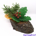Karácsonyi asztaldísz gyöngyből magyallal és narancskarikával, Dekoráció, Ünnepi dekoráció, Karácsonyi, adventi apróságok, Karácsonyi dekoráció, A díszt ovális alakú fa talpra készítettem, a talp 12 cm hosszú és 6 cm széles és kb. 6 cm ..., Meska