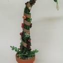 Grincsfa vagy manósipka gyöngyből, Dekoráció, Ünnepi dekoráció, Karácsonyi, adventi apróságok, A fát 5 cm átmérőjű cserépbe rögzítettem, melynek teljes magassága kb. 22 cm. 2 mm-es sok-s..., Meska