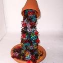 Virágözön gyöngyből, asztaldísz, Dekoráció, Otthon & lakás, Lakberendezés, Kaspó, virágtartó, váza, korsó, cserép, Gyöngyfűzés, gyöngyhímzés, Sok-sok virág alakú gyöngyből készítettem ezt a különleges, egyben mutatós  díszt. Magassága kb. 16c..., Meska