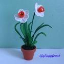 Fehér nárcisz cserepes virág gyöngyből, asztali dísz, Dekoráció, Otthon, lakberendezés, Dísz, Kaspó, virágtartó, váza, korsó, cserép, A virágot 2 mm-es fehér, sárga és zöld cseh kásagyöngyből fűztem, majd 5 cm átmérőjű cs..., Meska