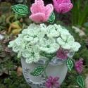 Rózsás asztaldísz, Rózsaszín kásagyöngyből készítettem a rózs...