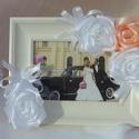Fénykép tartó , Dekoráció, Esküvő, Kép, Esküvői dekoráció, Varrás, Szatén rózsával díszített fénykép tartó. Egy kollekció része ,de magában is megvásárolható.  Mérete..., Meska