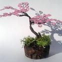 Rózsaszín fa gyöngyből., Dekoráció, Otthon, lakberendezés, Dísz, Asztaldísz, Gyöngyfűzés, Rózsaszín gyöngyből készítettem .  Gipsztalpazattal amit zuzmóval díszítettem. Magassága : 13 cm  K..., Meska