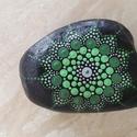 Mandala kézzel festett kő, Otthon, lakberendezés, Asztaldísz, Egyedi, kézzel festett mandala kő, zöld-szürke színvilágban. Hófehér mészkő alapra készült, akril fe..., Meska