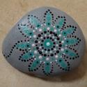 Mandala kézzel festett kő, Otthon, lakberendezés, Asztaldísz, Egyedi, kézzel festett mandala kis méretű kő. Hófehér mészkő alapra készült, szürke akril..., Meska