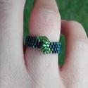Zöld-sötétkék aszimmetrikus gyöngy gyűrű, Ékszer, Gyűrű, Gyöngyfűzés, Ékszerkészítés, Zöld és irizáló sötétkék Miyuki delica gyöngyökből készítettem ezt a különleges gyűrűt, Peyote-tech..., Meska