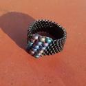 Különleges gyöngy gyűrű, Ékszer, Gyűrű, Miyuki delica és kásagyöngyből készítettem ezt az elegáns gyűrűt, Peyote-technikával.  A gyűrű széle..., Meska