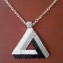 Penrose-háromszög medál ezüstszínű nyakláncon, Ékszer, Nyaklánc, Fekete, fehér és ezüst Miyuki delica gyöngyöt használtam ehhez a Penrose-háromszöghöz. A színek hasz..., Meska