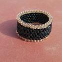 Széles kék-arany gyöngy gyűrű, Ékszer, Gyűrű, Irizáló sötétkék és aranyszínű Miyuki delica gyöngyökből készítettem ezt az egyszerű, mégis elegáns ..., Meska