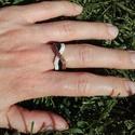 Arany-fekete-fehér különleges gyöngy gyűrű, Ékszer, Gyűrű, Aranyszínű, fekete és fehér Miyuki delica gyöngyökből készítettem ezt a különleges gyűrűt, Peyote-te..., Meska