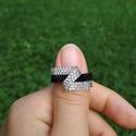 Ezüst-fekete aszimmetrikus gyöngy gyűrű, Ékszer, Gyűrű, Ezüstközepű és fekete Miyuki delica gyöngyökből készítettem ezt a különleges gyűrűt, Peyote-techniká..., Meska