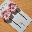 Rózsaszínű TÜNDÉR  hajcsat, Ruha, divat, cipő, Baba-mama-gyerek, Hajbavaló, Hajcsat, Horgolás, Gyöngyfűzés, Zsenge tavaszi rózsaszínű horgolt virágok az alapjai ennek a hajcsatnak. Fém hullámcsatra varrtam, ..., Meska