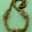 Halvány aranyszínű sziromgyöngyökkel díszített nyaklánc, Ékszer, Nyaklánc, Kumihimo technikával 8 szálra fűzött apró áttetsző halvány aranyszínű gyöngyökből fonot..., Meska