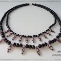 Kétsoros fekete-lila mintás nyaklánc, Ékszer, óra, Nyaklánc, Ékszerkészítés, Gyöngyfűzés, A nyakláncot fekete színű tekla üveggyöngyből fűztem meg, amelyet lila alapon mintás dárda alakú cs..., Meska