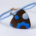 Kék-barna háromszögmedálos nyaklánc, Ékszer, Nyaklánc, Gyurma, Ékszerkészítés, A medál anyaga süthető gyurma(sculpey premo), mérete 5x5cm. A lánc világoskék kaucsuk, a végén fém ..., Meska
