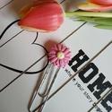 Virágos könyvjelző, Naptár, képeslap, album, Mindenmás, Baba-mama-gyerek, Könyvjelző, Virággal díszített könyvjelző, bármilyen színnel kérhető :)  Mérete: virág: 2.5 cm, össz magasság: 8..., Meska