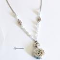 Fehér óraszerelem ezüstben - ékszeróra (vintage), Fehér bogyós gyöngyökkel díszített elegáns ...