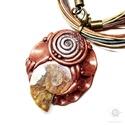 Ammonitesz csiga medál, merev sodrony nyakláncon, Ékszer, óra, Medál, Nyaklánc, Ős csiga (Ammonitesz) medál, réz színű kreatív gyurmába foglalva. A medál akasztója nikkel mentes fé..., Meska