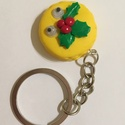 Macaron kulcstartó-mozgó szemekkel, Mindenmás, Kulcstartó, Karácsonyi mintás macaronok, viccesen mozgó szemekkel. :)  Teljes hossz: 9 cm Macaron átlója: 3..., Meska