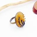 sárga arany fekete virágos gyűrű - süthető gyurma polymer clay ékszer, Óarany alapon sárga virágos gyűrű, ármérőj...