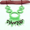 menta színű horgolt nyaklánc fa gyöngyökkel , Menta-zöld pamut fonalból, karikákra horgolt ny...