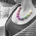 nyaklánc horgolt gyöngyökkel, lila és zöld színben, Fa gyöngyökre horgolt nyaklánc lila, zöld és ...