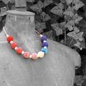 nyaklánc horgolt gyöngyökkel, fehér, kék és piros színben, Fa gyöngyökre horgolt nyaklánc fehér, kék, pi...
