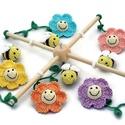 méhes babaforgó pasztell színű virágokkal - horgolt gyerekszoba dekoráció, Baba-mama-gyerek, Dekoráció, Gyerekszoba, Mobildísz, függődísz, Postázásra kész. Horgolt méhes babaforgó, gyerekszoba dekoráció, pasztell színű virágokkal (rózsaszí..., Meska