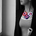 piros, fehér és kék horgolt ékszer - geometrikus nyaklánc, Ékszer, óra, Nyaklánc, Kék, fehér és piros fonalakból, karikákra horgolt nyaklánc gyöngyökkel, ezüst színű karikákkal és lá..., Meska