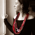 hosszú kötött nyaklánc barna és piros színárnyalatokkal, Barna, beige, piros, bordó és arany fonalakból ...