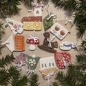 10 db.Színes Figurás Kerámia Karácsonyfadísz, Dekoráció, Ünnepi dekoráció, Karácsonyi, adventi apróságok, Karácsonyfadísz, Kerámia, Az ünnep még meghittebbé tehető kedves karácsonyi dekorációval.Aprólékos kézi munkával fehér agyagb..., Meska