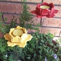 """2 db,Fénylő Virág"""" Kerámia Kerti Mécsestartó, Otthon, lakberendezés, Kerti dísz, Gyertya, mécses, gyertyatartó, Kerámia, Fehér agyagból kézi formázással készült virág formájú mázas mécsestartók. Festett fémpálcával látta..., Meska"""