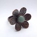Aventurin virág -  gyűrű, Ékszer, Gyűrű, 8 mm-es aventurin ásvány díszíti ezt az antikolt vörösrézből készült vidám gyűrűt. A virág 2,3 cm sz..., Meska
