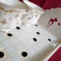 Retró fekete - fehér pöttyös mozaik tálca, romantikus cicás reggeli kávé és tea kínáló