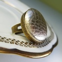 Pezsgőárnyalatú arany préselt mono gold lakkbőr gyűrű, Ékszer, Táska, Divat & Szépség, Gyűrű, Különleges darab ez a pikelymintás gombfej betétes gyűrű.  A 25 mm -es betét igazi présgéppel készül..., Meska
