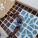 Csoki barna kék kaleidoszkóp  mintás mozaik tálca  kávé és tea kínáló , Otthon & lakás, Lakberendezés, Konyhafelszerelés, Tálca, Asztaldísz, Nagyon kedves kínáló tálca - kék, csoki barna mázas kerámia mozaikkal és üvegmozaikokkal díszítve. A..., Meska