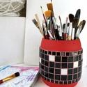 Ceruza tartó Piros fekete fehér nagyméretű mozaik asztali ceruzatartó, ecset tároló, hordó tolltartó, fa bödön, Gyerek & játék, Otthon & lakás, Gyerekszoba, Tárolóeszköz - gyerekszobába, Méretes, feltünő, stabil és látványos tolltartó.  Különleges hordó alakú fa ceruzatartó, fekete-fehé..., Meska
