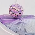 Rózsaszín pikkely mintás hologramos sellő gyűrű - kicsi, Ékszer, Gyűrű, Különleges, feltűnő darab ez a formájában egyszerű gomb betétes gyűrű. Érdekessége a színjátszó felü..., Meska