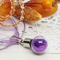 Varázs üvegcse medál, lila csillámos szelence, Feltünő medál ez a kedves üvegcse amely megőr...